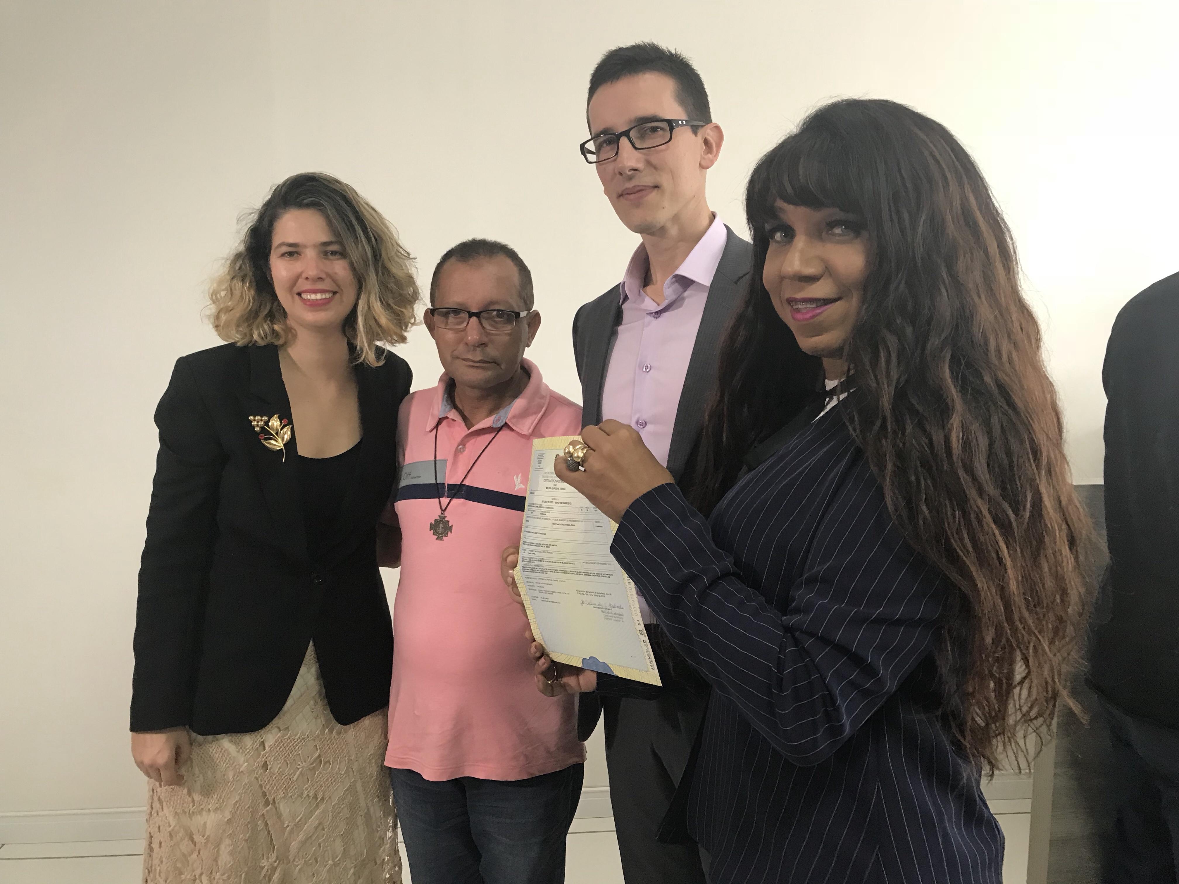 Mulher Transexual de Itabuna muda nome e sexo sem processo judicial